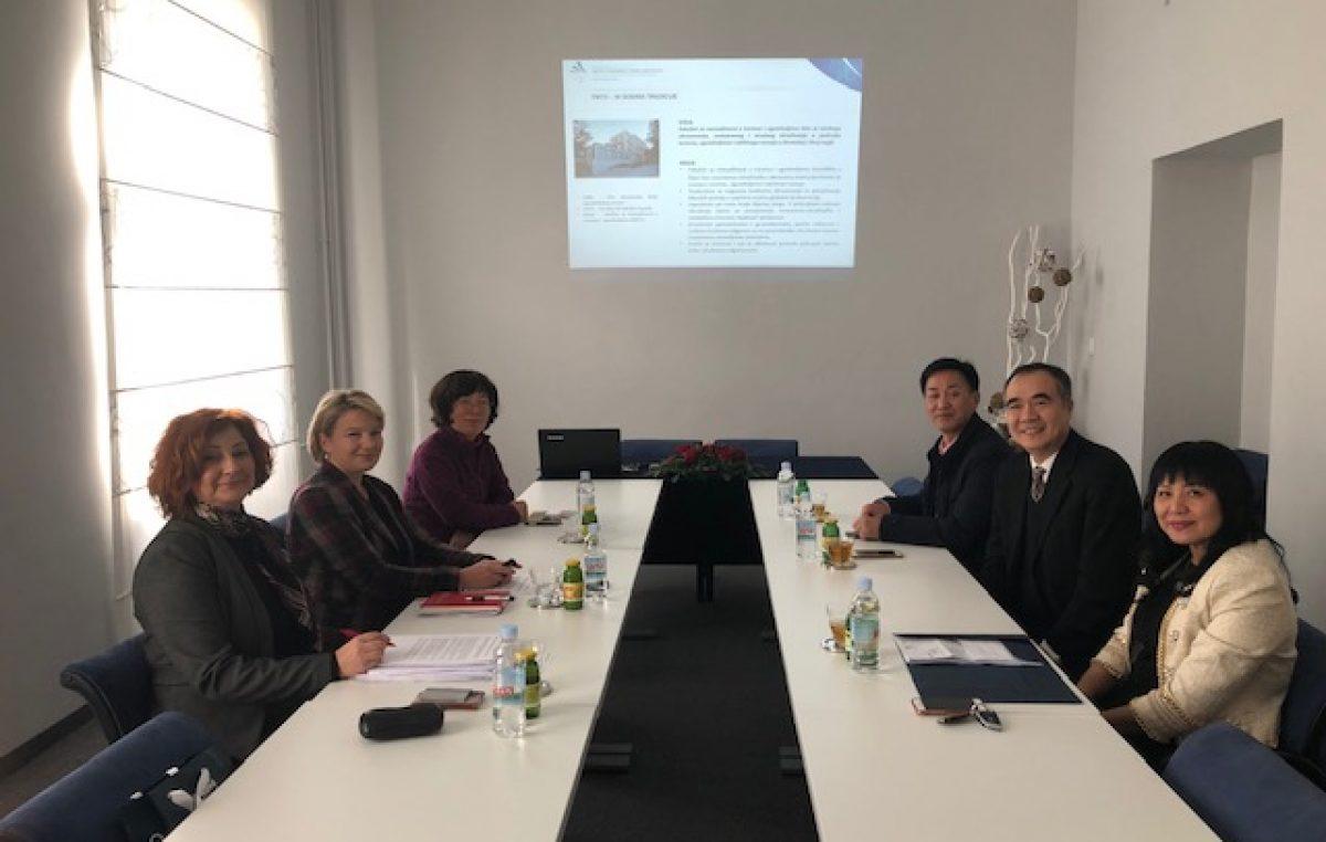 Kineska delegacija Development Research Center of Shenzhen Municipial People's Goverment u posjetu Fakultetu