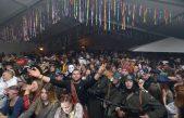 FOTO/VIDEO U reprizi premijerne večeri Koktelsi, Brevis band i Decibeli zaludili Maškarani centar Kastav, vesela atmosfera i va Pusnoj štale