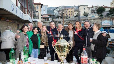 FOTO/VIDEO: Lovranci priredili razdragan doček za Marinu Mavrinac Matulju, Sanju Lotspaich i ekipu iz reprezentacije