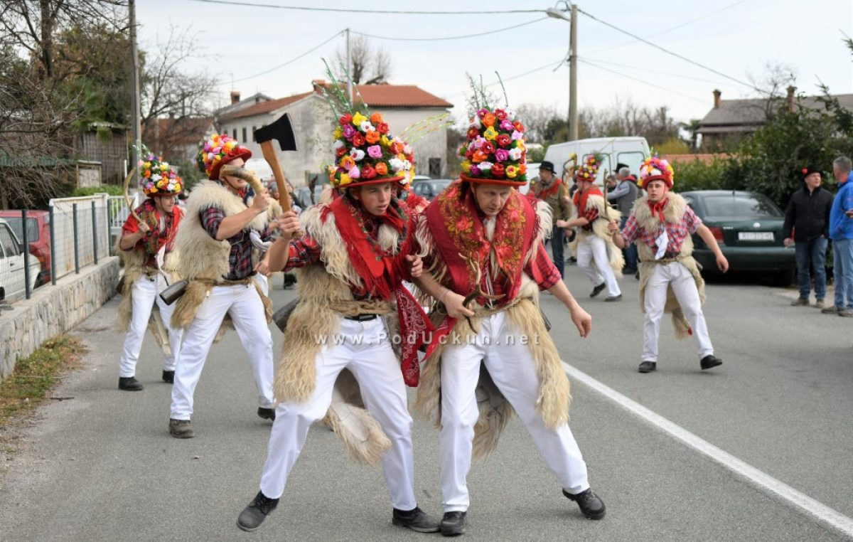 FOTO/VIDEO: Na Pusni ponedejak Brežanski zvončari održali svoj tradicionalni pohod