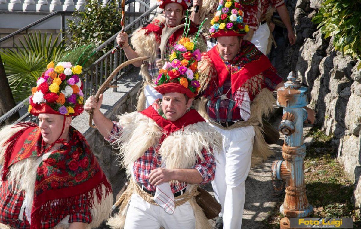 FOTO: Brežanski zvončari napravili tradicionalni prijateljski đir u pratnji zvončara z Frančić @ Matulji