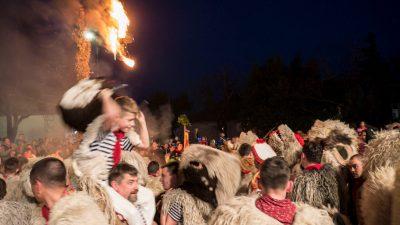VIDEO/FOTO Viškovo se oprostilo od maškara: Halubjaski zvončari zaključili 'peto godišnje doba' i zapalili pusta Smrdeža