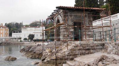 U OKU KAMERE Uređenje prije sezone – Atraktivna kućica na Lipovici pod skelama @ Opatija