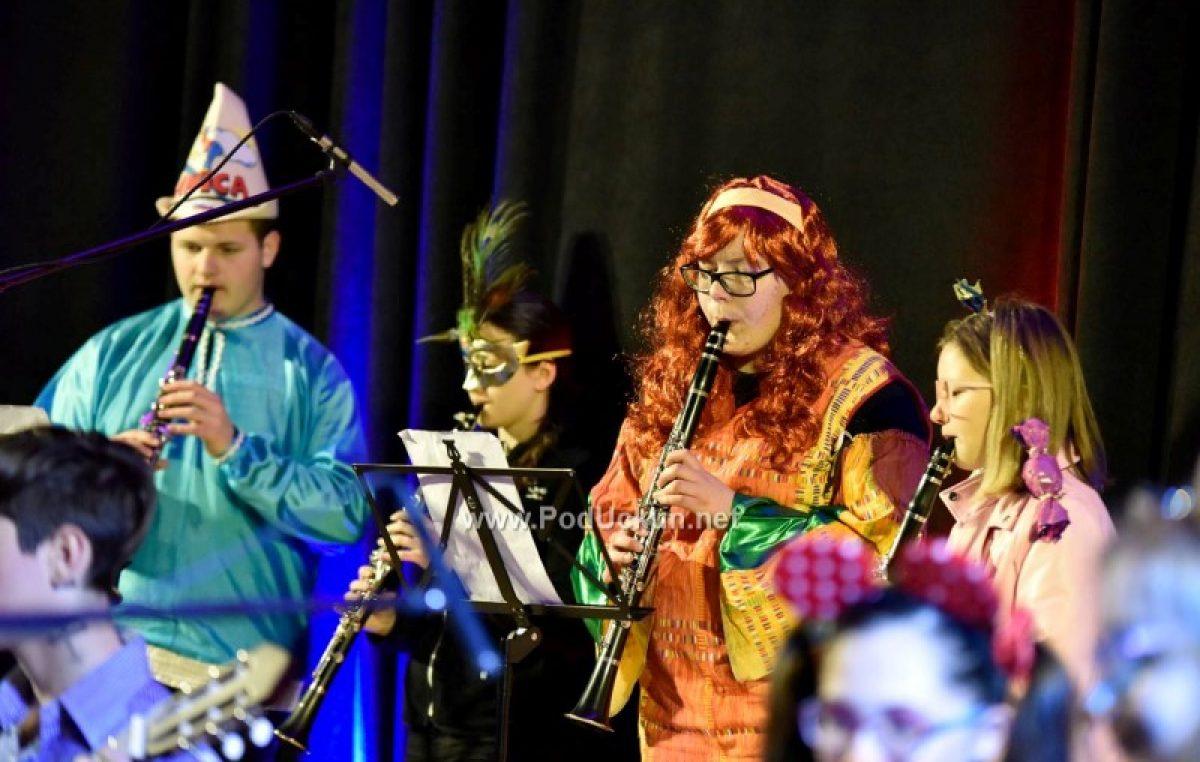 FOTO Karnevalski koncert učenika Umjetničke škole Matka Brajše Rašana zaključio bogat lovranski program