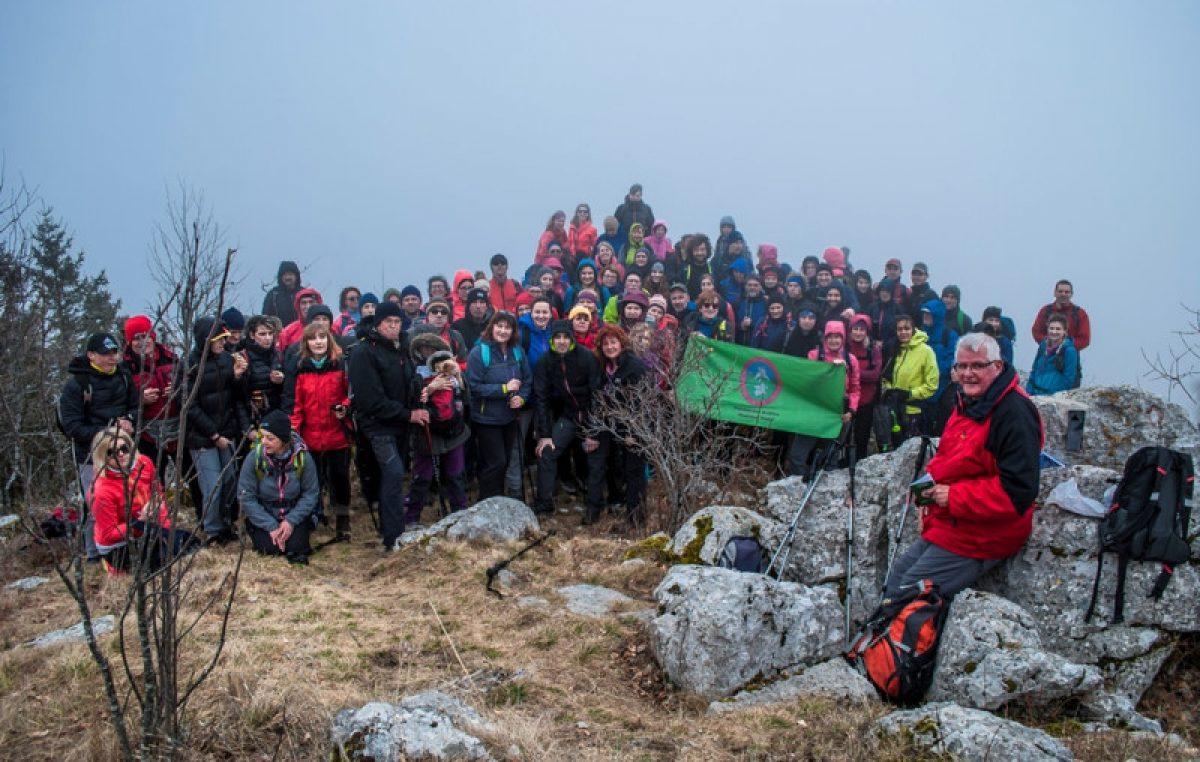 U OKU KAMERE Na pohodu po Istarskom planinarskom putu sudjelovalo dvjestotinjak planinara