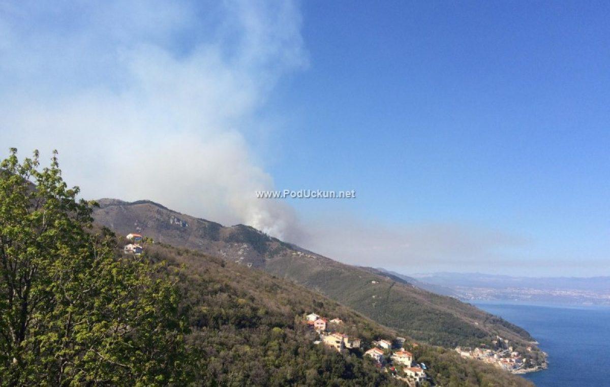 FOTO Lokaliziran je požar na Učki