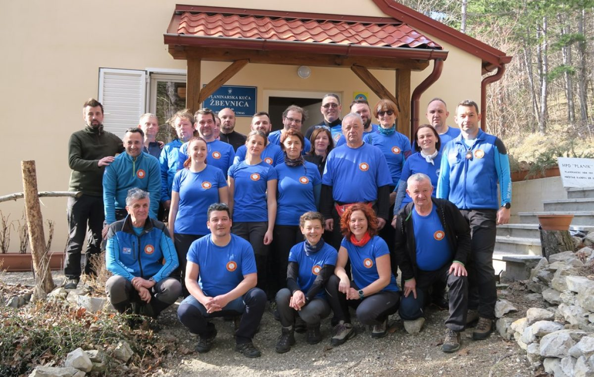 Na Žbevnici po prvi put održana edukacija za  vodiče nacionalnog planinarskog saveza