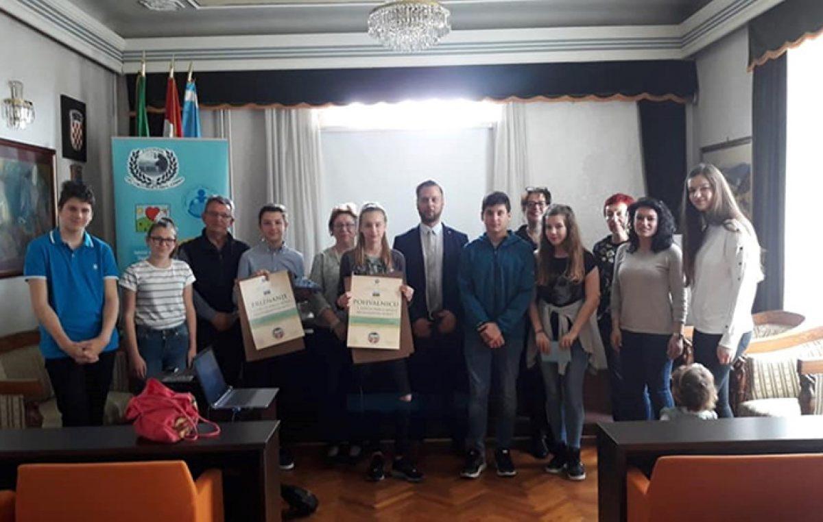 """FOTO Društvo """"Naša djeca"""" Opatija – organak Lovran dodijelilo nagrade za dječja djela nesebične pomoći i solidarnosti"""