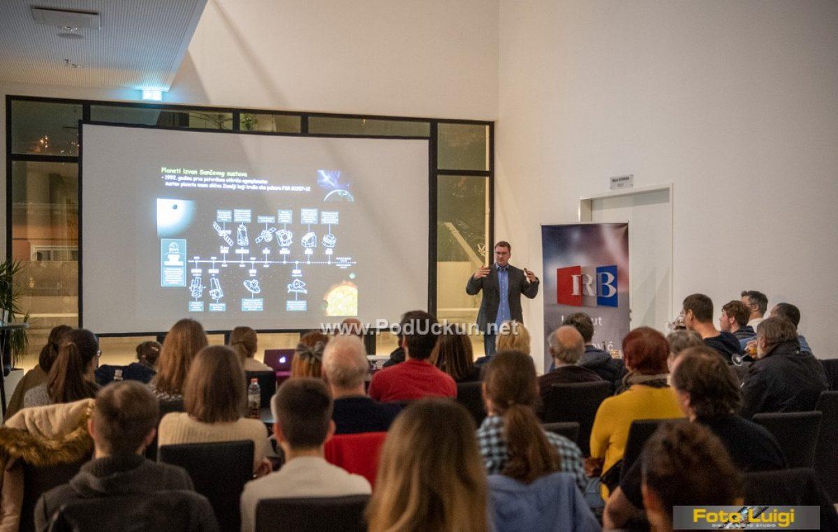 Uz dva predavanja iz popularne znanosti Gervais postao 'sonda' za istraživanje svemira