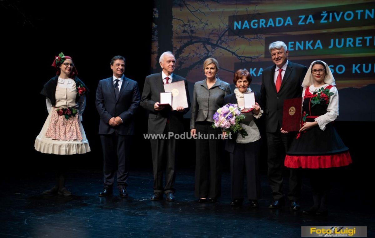 FOTO Dan Primorsko-goranske županije obilježen svečanom sjednicom u Gervaisu – Nagrade za životno djelo uručene akademiku Elsu Kuljaniću i Alenki Juretić