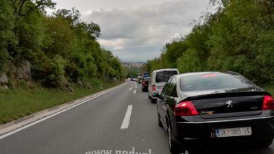 U oku kamere: Kilometarska kolona na izlazu s tunelske ceste – Auti stoje sve do Benčinića