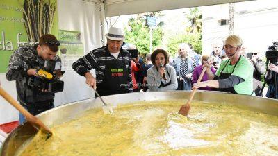 FOTO/VIDEO Lovranska fešta od šparuga – 500 porcija fritaje planulo u 10 minuta