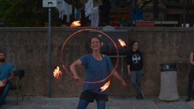 Cirkuski street show Emilia the Balancera oduševio posjetitelje Buvljaka u Voloskom