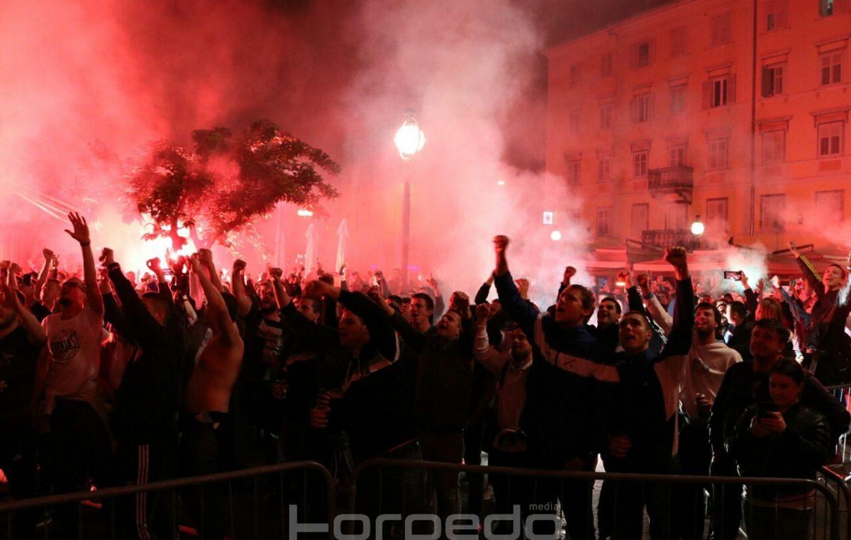 FOTO/VIDEO Ludnica na Korzu, Rabuzninovo Sunce vratilo se doma – Pogledajte fantastičnu proslavu navijača na Korzu