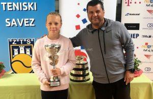 Veliki uspjeh opatijske tenisačice – Dora Biondić prvakinja Hrvatske do 12 godina pojedinačno i u parovima