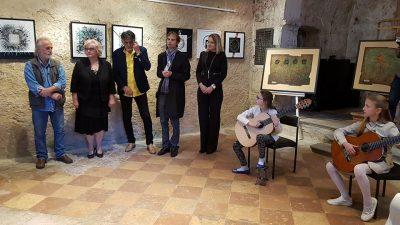 Otvorenjem izložbe Dijalozi započelo obilježavanje ovogodišnje Jelenine te izložbenog programa 28. Kastafskog kulturnog leta