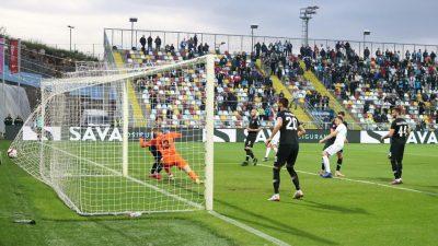 FOTO/VIDEO Rijeka pobijedila Lokomotivu i potvrdila drugo mjesto @ Rujevica