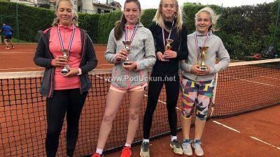 U OKU KAMERE Otvoreno prvenstvo Rukavca za juniore i juniorke okupilo 26 tenisača
