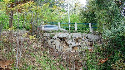 U OKU KAMERE Traži se hitna sanacija – Urušavanje potpornog zida prijeti sigurnosti pješaka i prometa u Ičićima