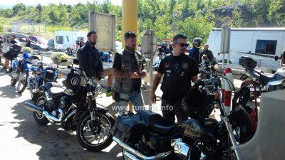 FOTO/VIDEO Bikeri blokirali Krčki most – Mostarinu plaćali lipama, u znak prosvjeda protiv naplate