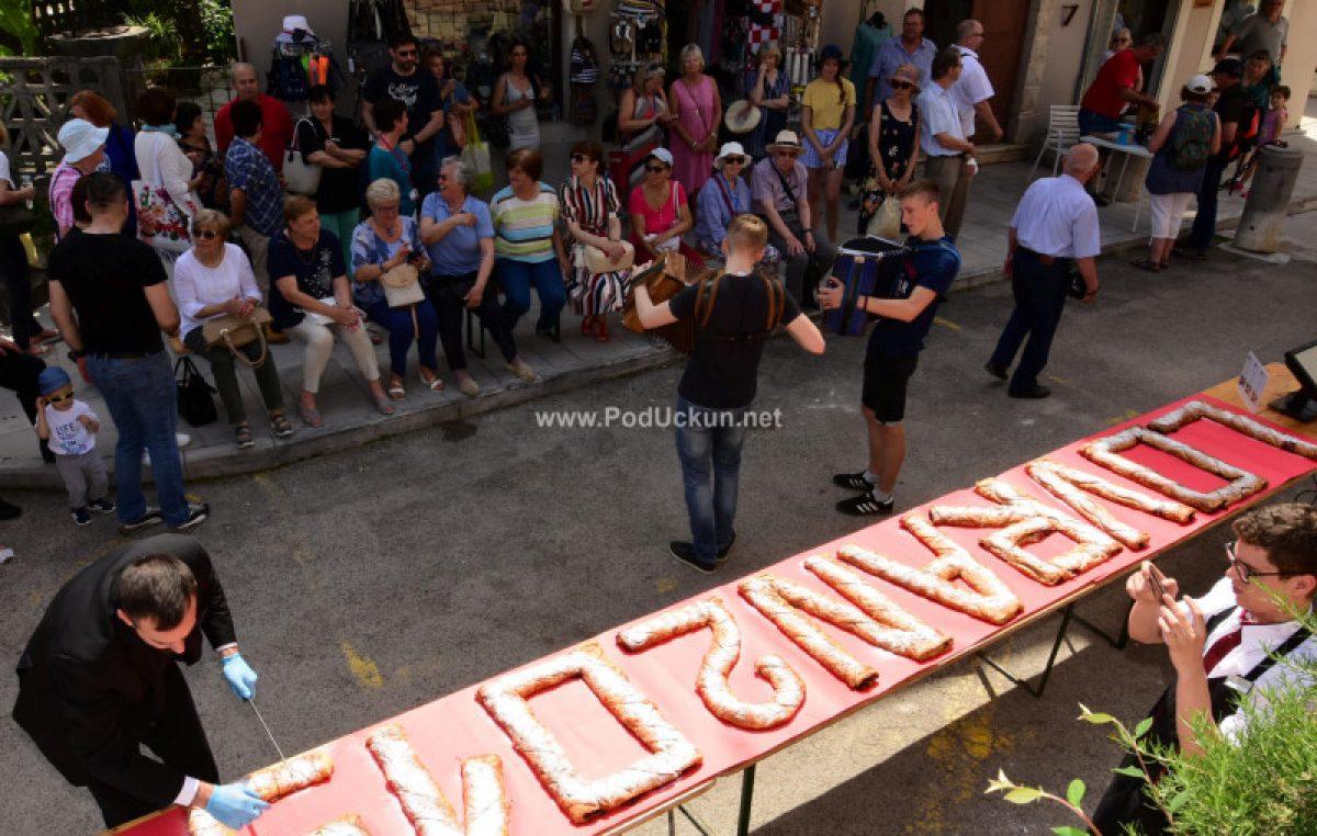 FOTO/VIDEO Otvoreni 19. Dani črešanj va Lovrane – Štrudel i bogat popratni program privukli brojne posjetitelje