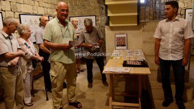 U OKU KAMERE U lovranskoj Gradskoj kuli otvorena 'Jubilarna filatelistička izložba'