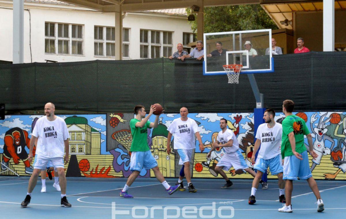 FOTO Uzbudljiva sportska večer s dobrim ciljem – Humanitarna košarkaška utakmica okupila brojne sportske veličine @ Zamet