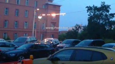 VIDEO: Vatrometni spektakl bez posljedica – Zapalili se električni vodovi kraj centra Gervais