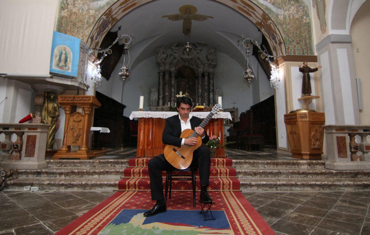 U OKU KAMERE Koncertom Darka Bageskog otvoren Festival gitare @ Kastav