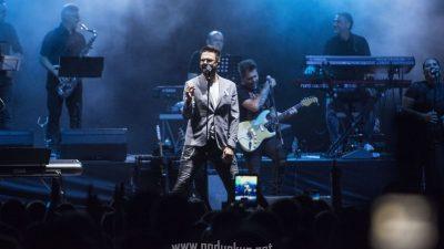 FOTO/VIDEO Petar Grašo ispunio Ljetnu pozornicu dobrom atmosferom, popularnim melodijama i ljubavnim stihovima
