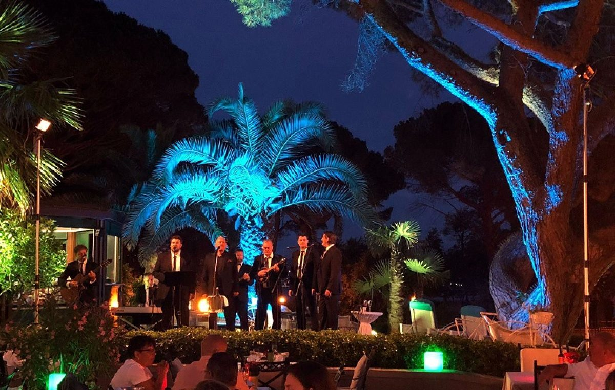 Započeo 8. ciklus gala koncerata 'Music by the Sea' – Davor Pekota i Klapa Niko oduševili nastupom na prekrasnoj terasi hotela Milenij
