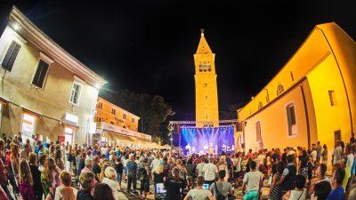 U špicu turističke sezone Novigrad zakoračio atraktivnim programom