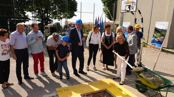 VIDEO Dvanaest milijuna kuna za jednosmjensku nastavu: Krenuli radovi na dogradnji OŠ Andrija Mohorovičić Matulji