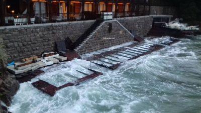 U OKU KAMERE Olujno jugo poharalo kupalište Angiolina