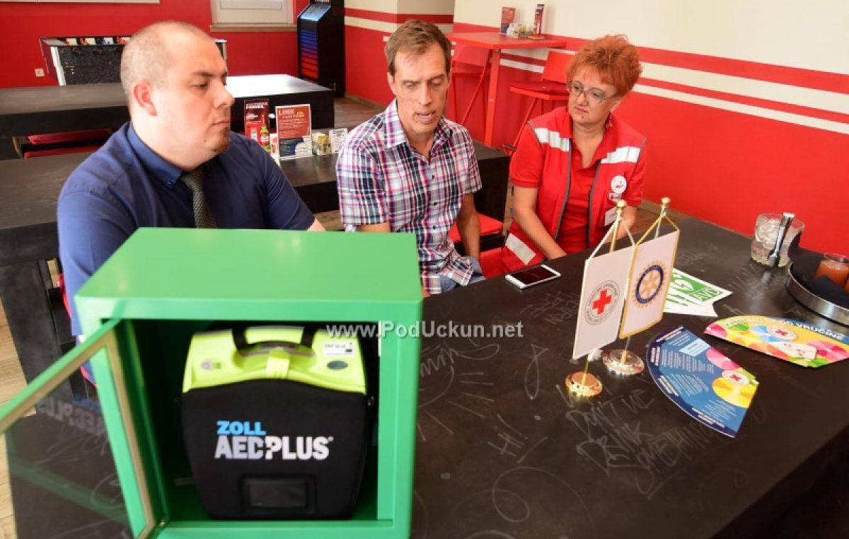 U OKU KAMERE Održana primopredaja automatskog vanjskog defibrilatora @ Hostel Link