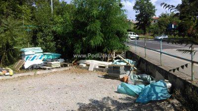 FOTO Neugledno parkiralište i auti parkirani 'na divljaka' kvare turističku sliku @ Ika