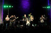 FOTO/VIDEO Crekvina plesala u ritmu rocka: Popularna grupa S.A.R.S. ispunila sparnu ljetnu noć novim i starim hitovima