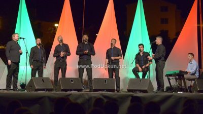 FOTO/VIDEO Klapa Cambi vrhunskim izvedbama oduševila prepuni Amfiteatar @ Matulji