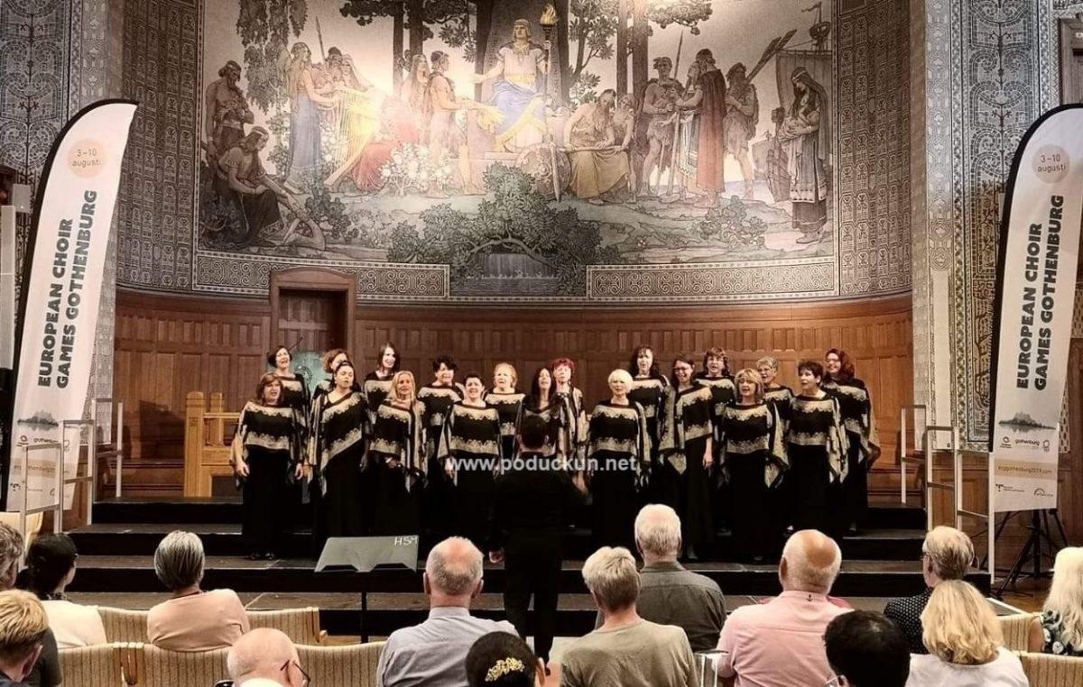 Ženski zbor KUD-a Učka Matulji u nedjelju u Amfiteatru ima samostalni koncert Srebrne rapsodije