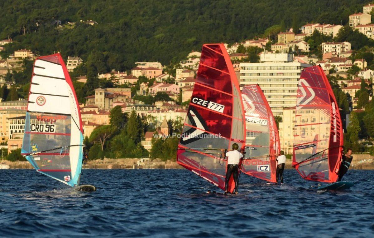 Startalo prvo otvoreno prvenstvo Hrvatske u 'foil' jedrenju @ Volosko