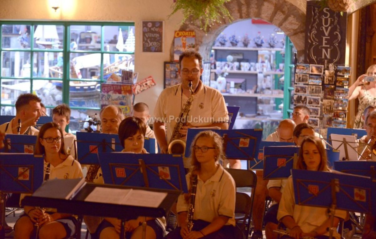 Tradicionalni ljetni promenadni koncert Puhačkog orkestra Lovran ove nedjelje na trgu Sv. Jurja