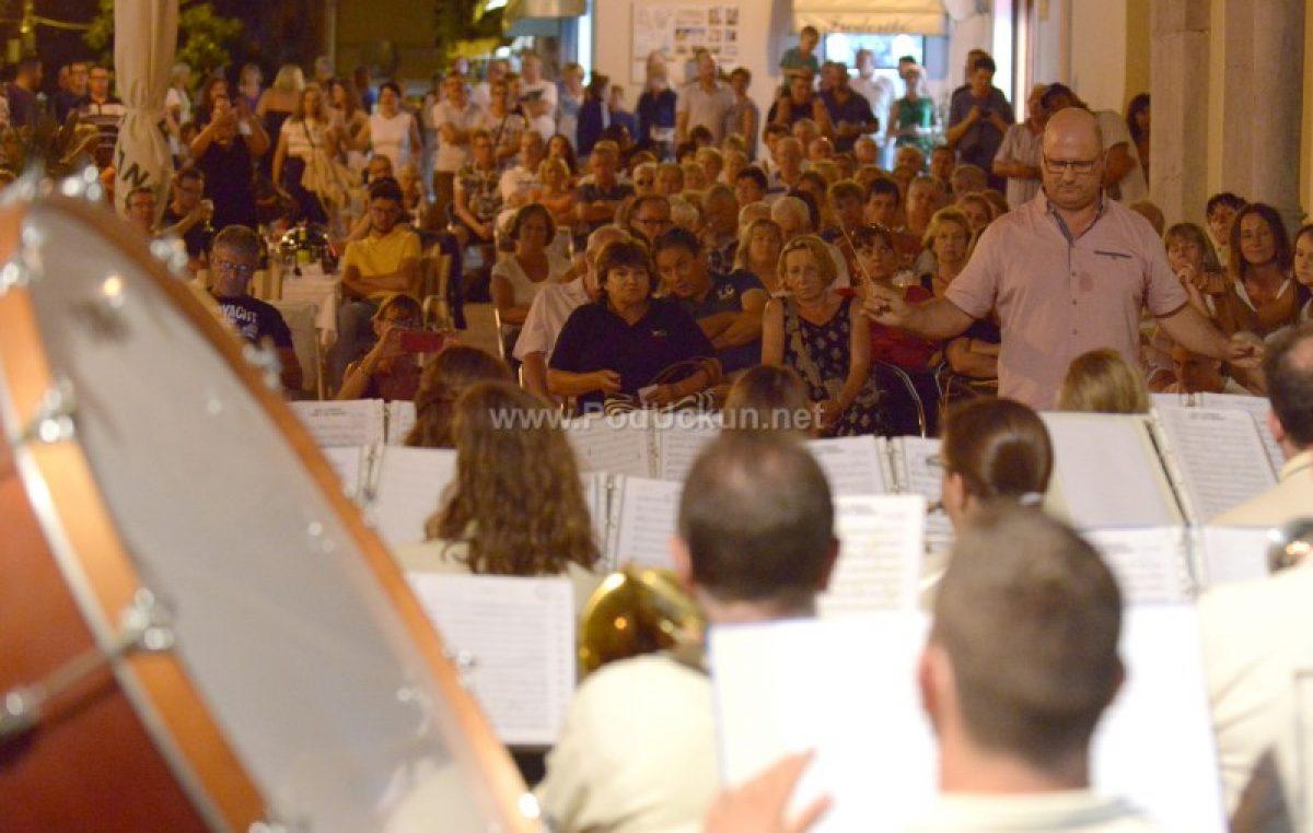 Ljetni koncert Lovranskih puhača oduševio Lovrance i njihove goste