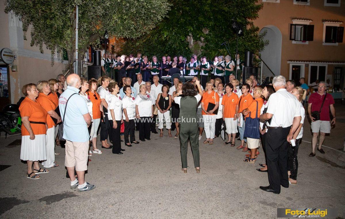 FOTO VS Mareta u društvu brojnih gostiju nastupila za domaću i stranu publiku
