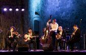 Gipsy swing ispunio Crekvinu – Teo Collori i Momento Cigano predstavili se kastavskoj publici