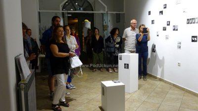 FOTO Otvorena izložba Tragovi II – Ela Štefanac i Nives Žarković predstavile se lovranskoj publici