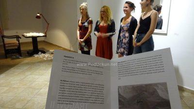 Otvorena izložba Tragovi II – Ela Štefanac i Nives Žarković predstavile se lovranskoj publici
