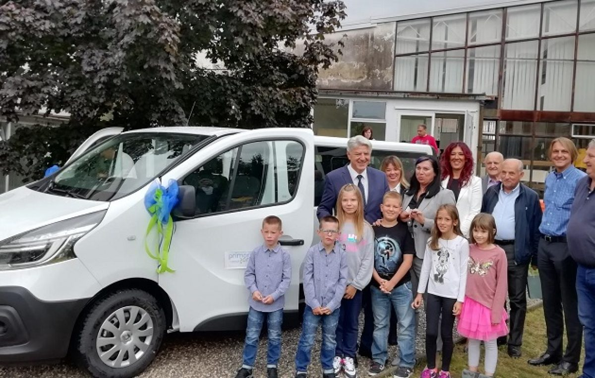 Klanjski osnovnoškolci u novu školsku godinu s novim kombijem