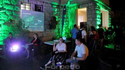 FOTO Hologramski medo, stolne igre i Playstation turnir te večernja zabava privukli mlade u Prirodoslovni muzej Rijeka