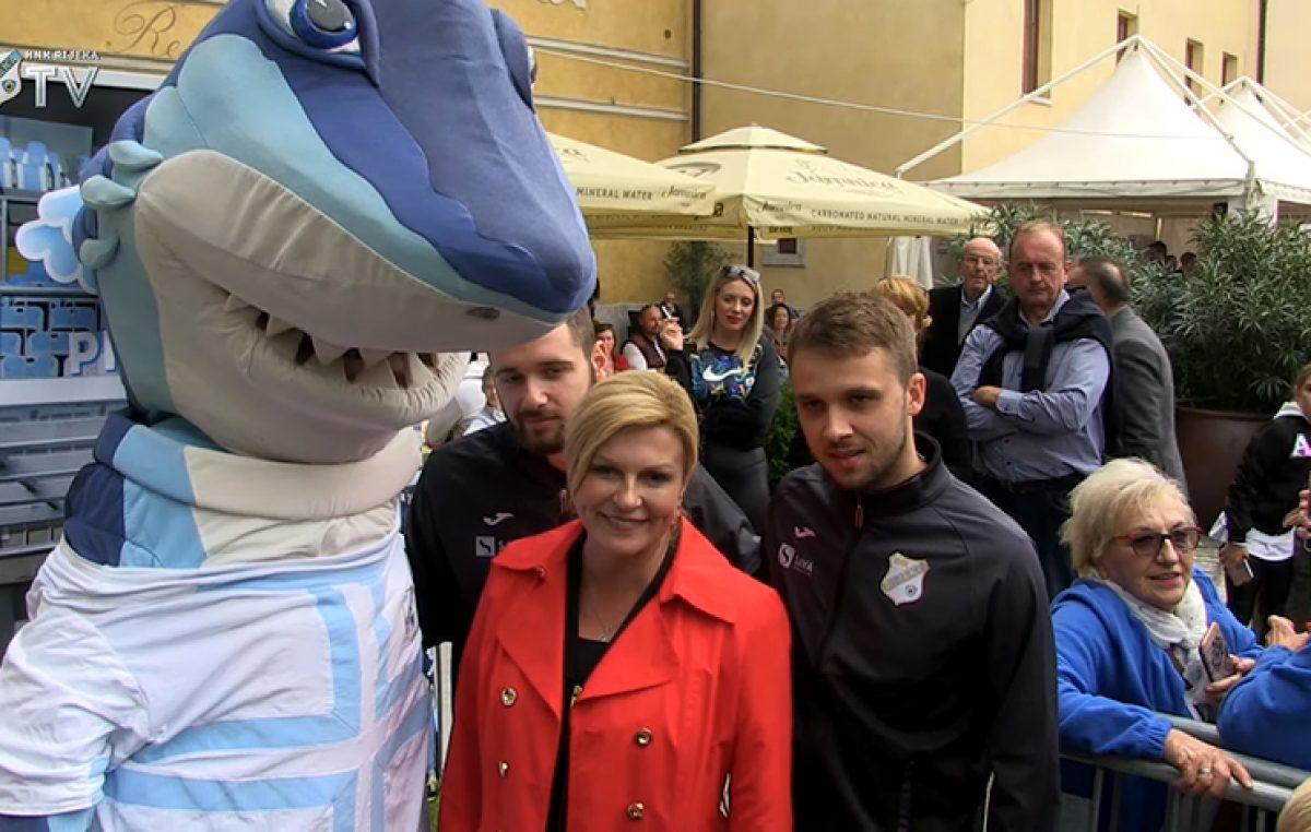 VIDEO HNK Rijeka na Beloj nedeji – Predsjednica Kolinda Grabar-Kitarović postala član NK Rijeka