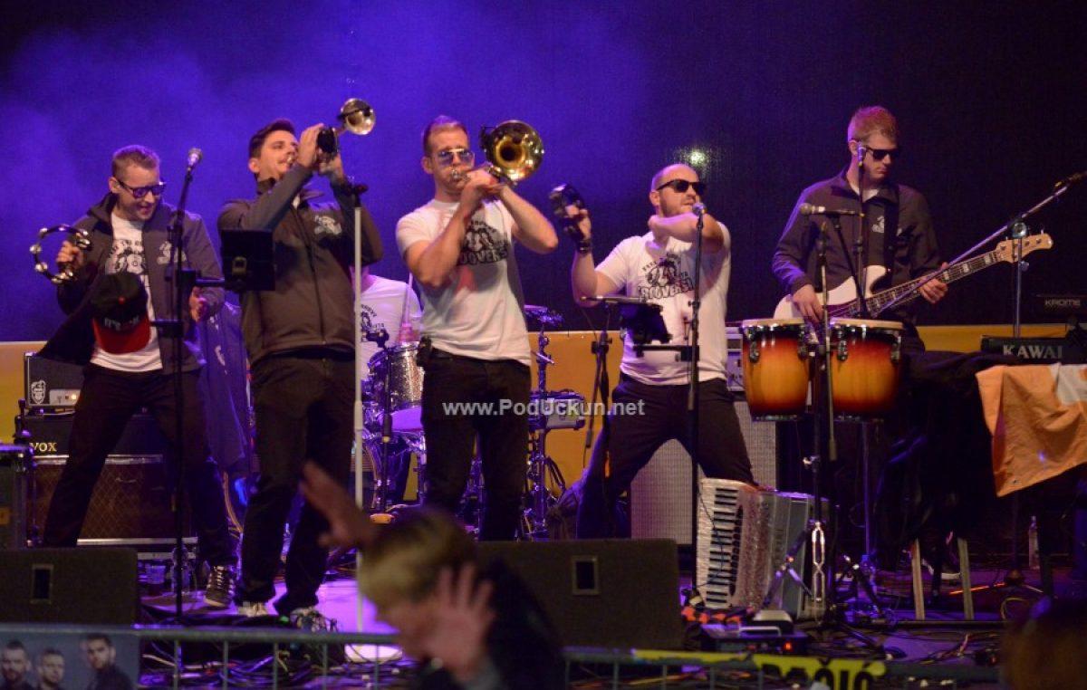 FOTO/VIDEO Vatra i Grooversi otvorili koncertni program 46. Marunade @ Lovran